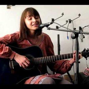 Яна Айнсанова подбор песен на гитаре