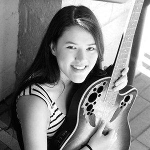 Janel Drewis подбор песен на гитаре